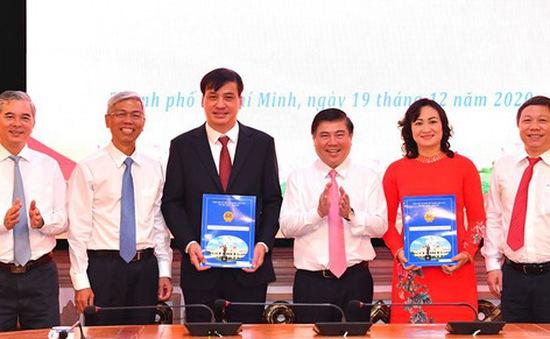 TP Hồ Chí Minh trao quyết định phê chuẩn bầu 2 Phó Chủ tịch UBND TP