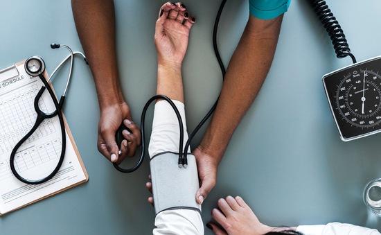Khuyến cáo: Đo huyết áp cả hai cánh tay để phòng ngừa bệnh tim mạch, đột quỵ