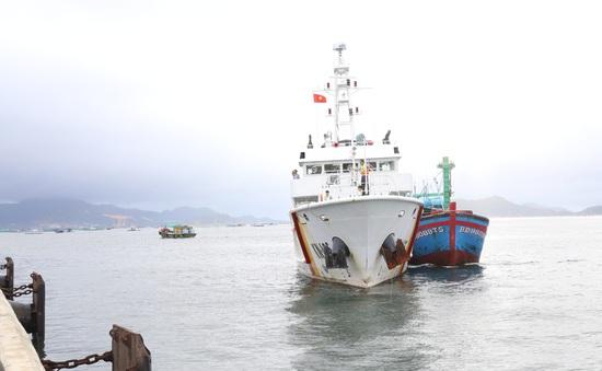 Cứu nạn tàu cá và 3 ngư dân gặp nạn trên biển