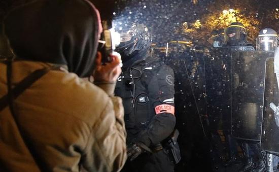 Ba cảnh sát Pháp thiệt mạng trong một vụ nổ súng