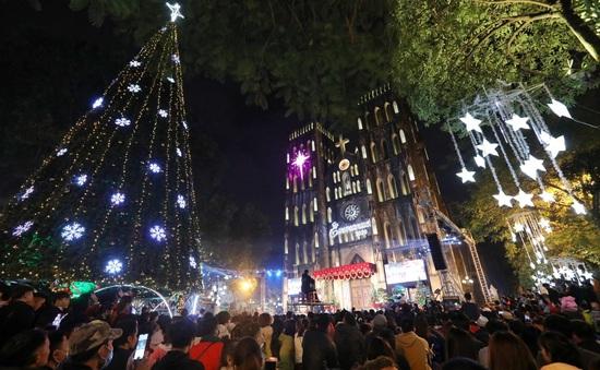 Người dân cả nước đón mừng Giáng Sinh