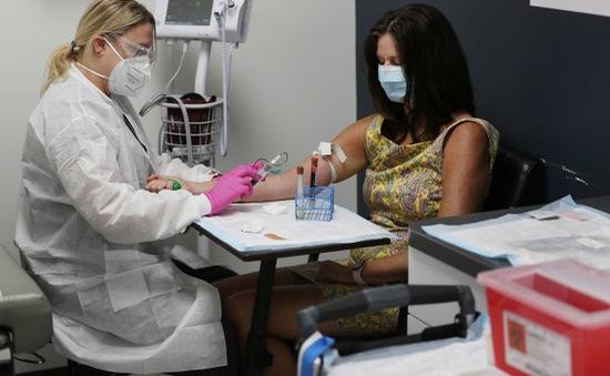 Tranh cãi quanh việc tình nguyện viên dùng giả dược không được tiêm vaccine COVID-19 trong 2 năm