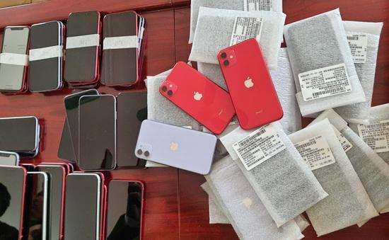 Thu giữ gần 1.000 chiếc điện thoại iPhone nhập lậu qua đường hàng không