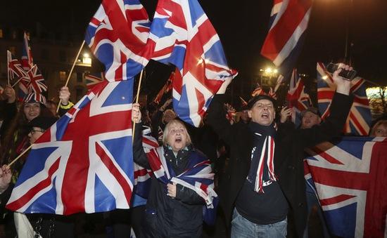 Người Anh ăn mừng thời khắc rời EU