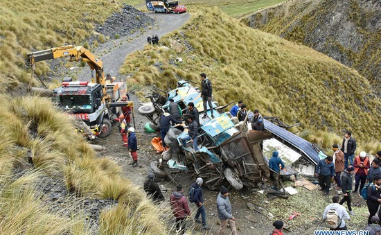 Bolivia: Xe bus lao xuống vực, ít nhất 34 người thương vong