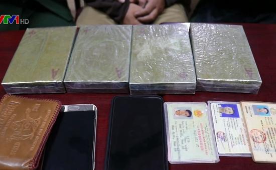 Nghệ An: Bắt đối tượng vận chuyển trái phép 4 bánh heroin