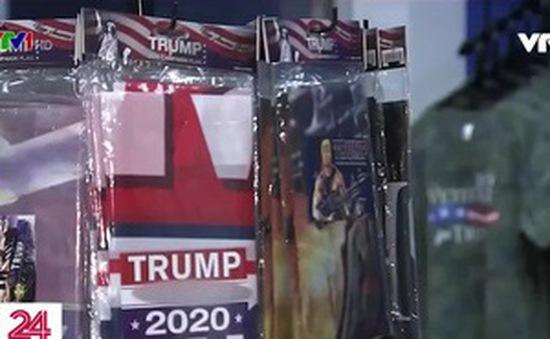 Cửa hàng ăn theo Tổng thống Trump làm ăn tốt trước thềm bầu cử
