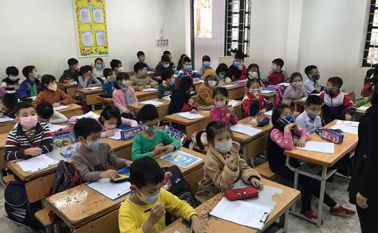 Bài kiểm tra định kỳ học sinh Tiểu học dùng thang điểm 10, không dùng để so sánh học sinh