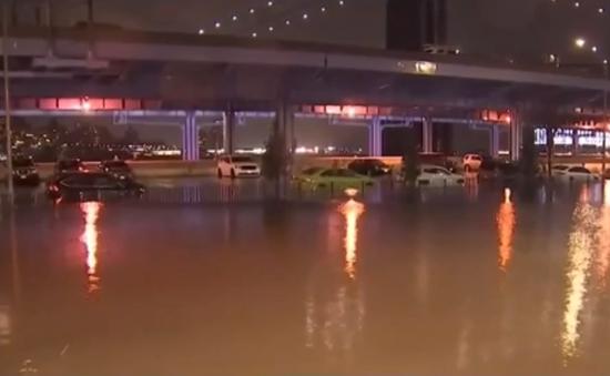 New York liên tục ngập lụt do vỡ đường ống nước