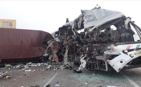 Ấn Độ: Tai nạn giao thông thảm khốc khiến hàng chục người thiệt mạng