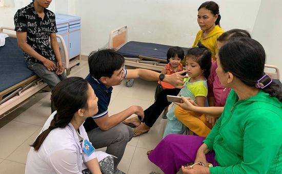Khám, phẫu thuật miễn phí cho trẻ bị sứt môi, hở vòm tại Quảng Ngãi