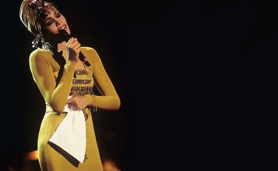 """Huyền thoại Whitney Houston """"tái sinh"""" nhờ công nghệ, tiếp tục tour diễn mới"""