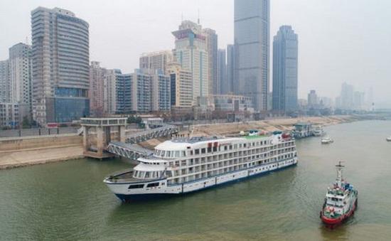 Biến du thuyền thành 'khách sạn nổi' cho y bác sĩ Vũ Hán
