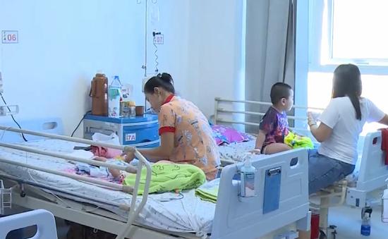 Nhiều trẻ nhập viện do nuốt dị vật, uống nhầm hóa chất