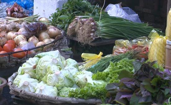 Đằng sau cơn sốt giá rau ở các chợ truyền thống