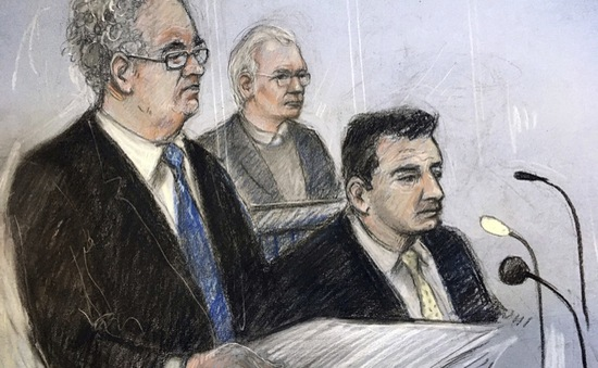 Nhà sáng lập WikiLeaks ra tòa tại Anh