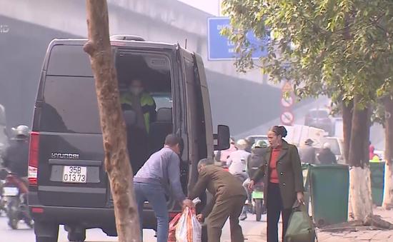 """Xác minh tố cáo có sự """"bảo kê"""" của CSGT với """"bến"""" đón trả khách trái phép tại Thanh Xuân"""