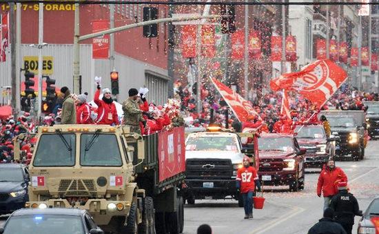 Lễ diễu hành của nhà vô địch Super Bowl gặp sự cố