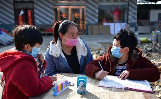 Trung Quốc: Trường học nghỉ dài vì dịch Corona, phụ huynh đau đầu chuyện trông trẻ
