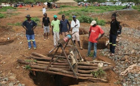 Sập mỏ vàng tại Zimbabwe: 2 người thiệt mạng, hàng chục người bị mắc kẹt