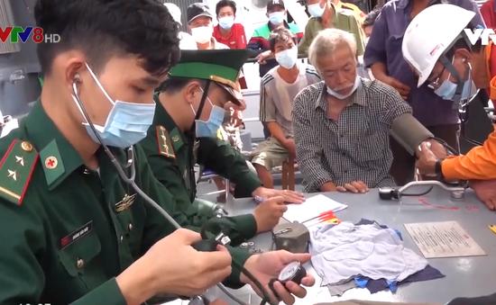 Cứu nạn tàu cá Quảng Nam và 40 thuyền viên trôi dạt trên biển
