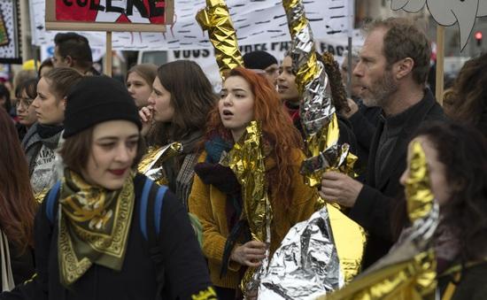 """Người biểu tình """"áo vàng"""" tại Pháp vẫn xuống đường"""