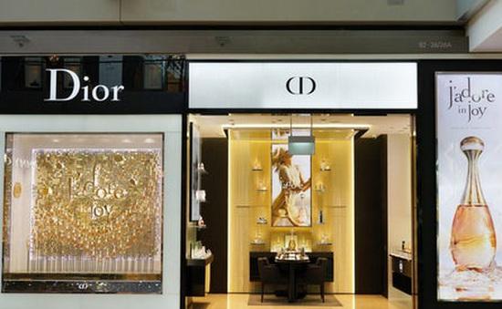 Dior và Givenchy sẽ sản xuất nước rửa tay miễn phí cho các cơ quan y tế Pháp