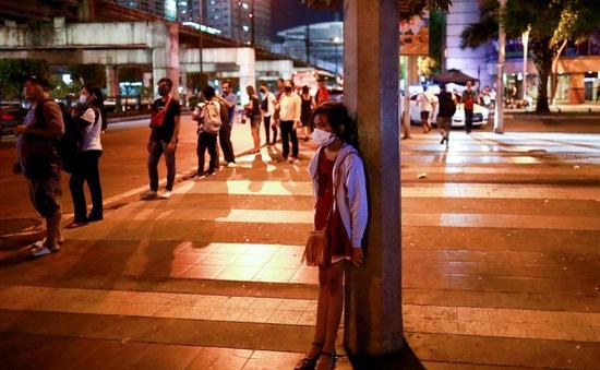 Thủ đô Philippines áp giờ giới nghiêm ban đêm