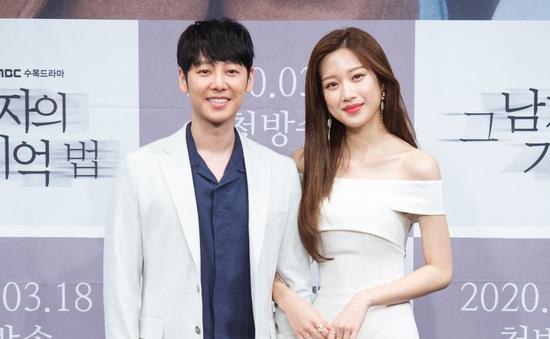 Kém bạn diễn 13 tuổi nhưng Moon Ga Young tiết lộ không khó khăn để đóng cảnh tình cảm
