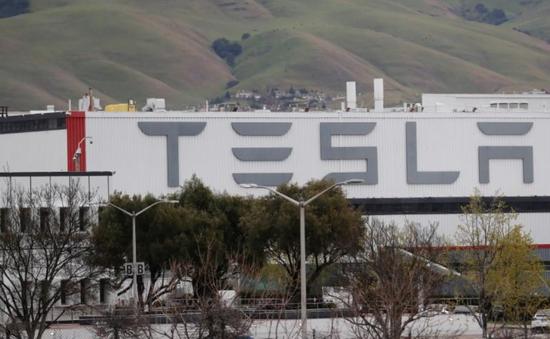 Tesla tạm dừng nhà máy sản xuất tại Mỹ vì COVID-19
