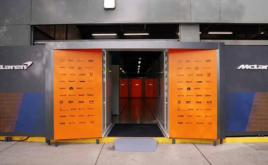 Các thành viên đội McLaren được phép trở về Anh
