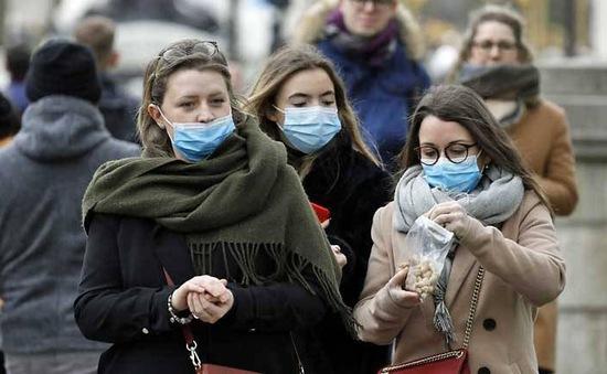 Nửa triệu người Anh tình nguyện tham gia chống dịch COVID-19