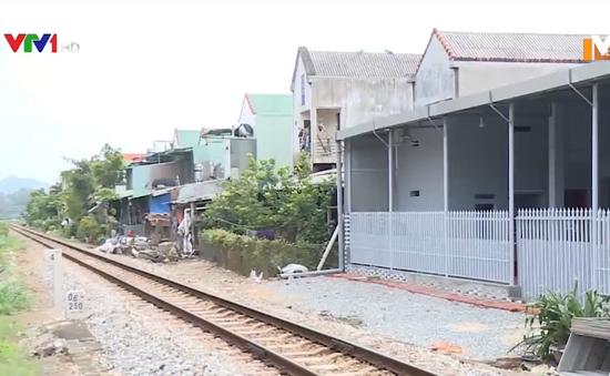 Tràn lan vi phạm hành lang an toàn đường sắt