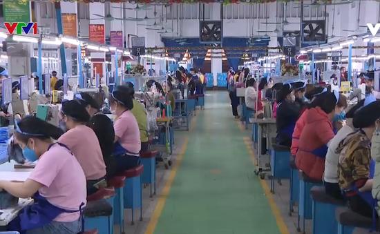 Doanh nghiệp chưa cắt giảm lao động dù khó khăn