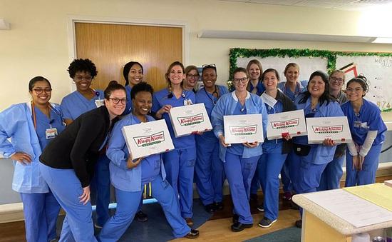 Krispy Kreme tặng bánh donut cho các chuyên gia y tế