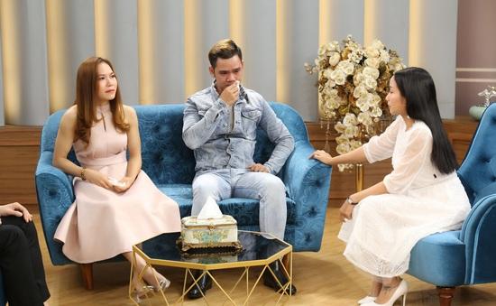 Nghệ sĩ xiếc Lê Hưng bật khóc khi người yêu hơn tuổi Nhã Hiếu hoãn đám cưới
