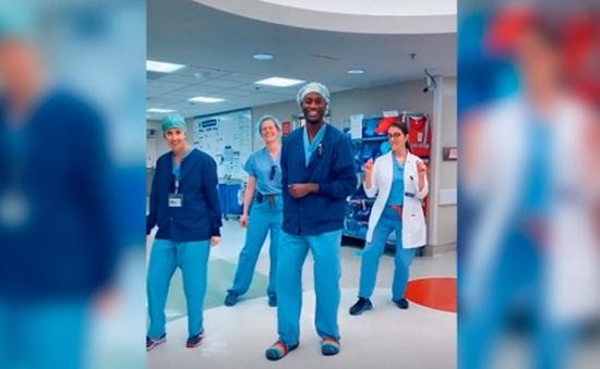 Điệu nhảy giải tỏa stress của bác sĩ Mỹ