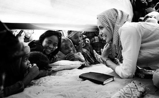 Angelina Jolie: Cách ly xã hội, trẻ em vẫn dễ bị tổn thương - không phải bởi virus Corona