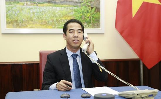 Thứ trưởng Bộ Ngoại giao Tô Anh Dũng điện đàm với Quốc vụ khanh Anh về hợp tác chống COVID-19