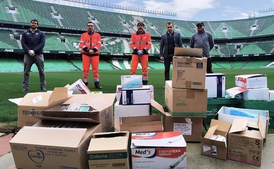 CLB Real Betis sản xuất khẩu trang tặng CĐV