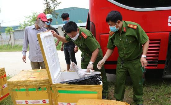 Hà Tĩnh bắt vụ vận chuyển 2,4 tấn sản phẩm động vật bốc mùi hôi thối