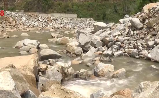 Thủy điện đổ đá thải lấp suối