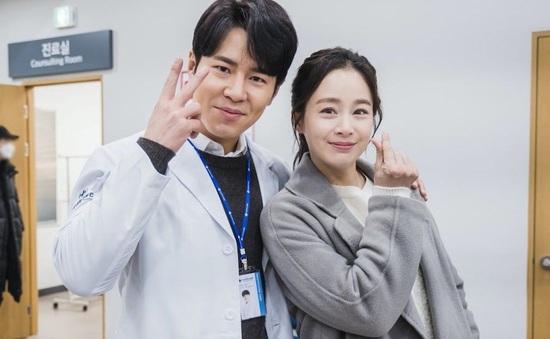 """Kim Tae Hee rạng rỡ ở hậu trường phim """"Hi Bye, Mama"""""""