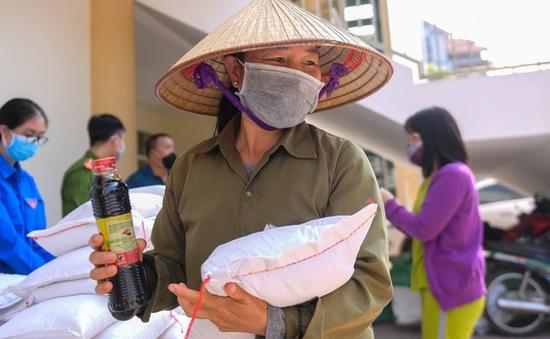 Hà Nội có thêm điểm phát gạo miễn phí cho người dân
