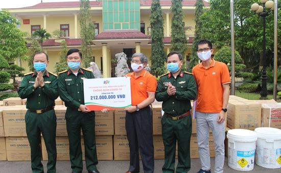 FPT tiếp tục trao tặng 6 tỷ đồng trang thiết bị y tế phòng chống COVID-19