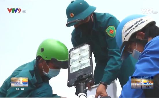 Tây Ninh: Thanh niên đội nắng thắp sáng 23 km đường tuần tra biên giới