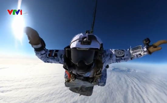 Lính dù Nga nhảy dù ở Bắc Cực từ độ cao 10.000m