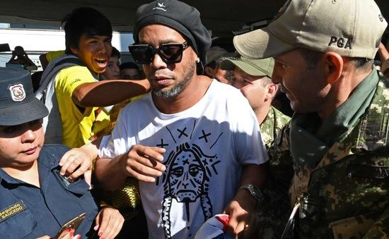 Ronaldinho nói gì sau hơn 1 tháng phải ngồi tù