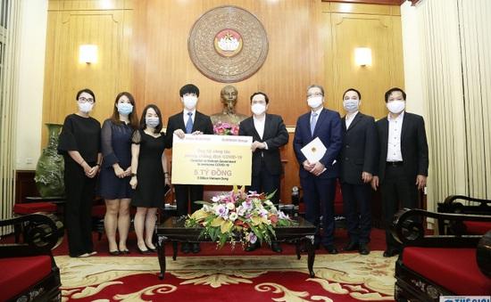 Quỹ Sunwah trao tặng 5 tỷ đồng cho Việt Nam để phòng, chống dịch COVID-19