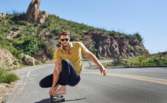 Hậu ly hôn Miley Cyrus, Liam Hemsworth đẹp như một vị thần